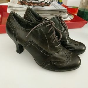 Rialto gray heeled leather oxfords